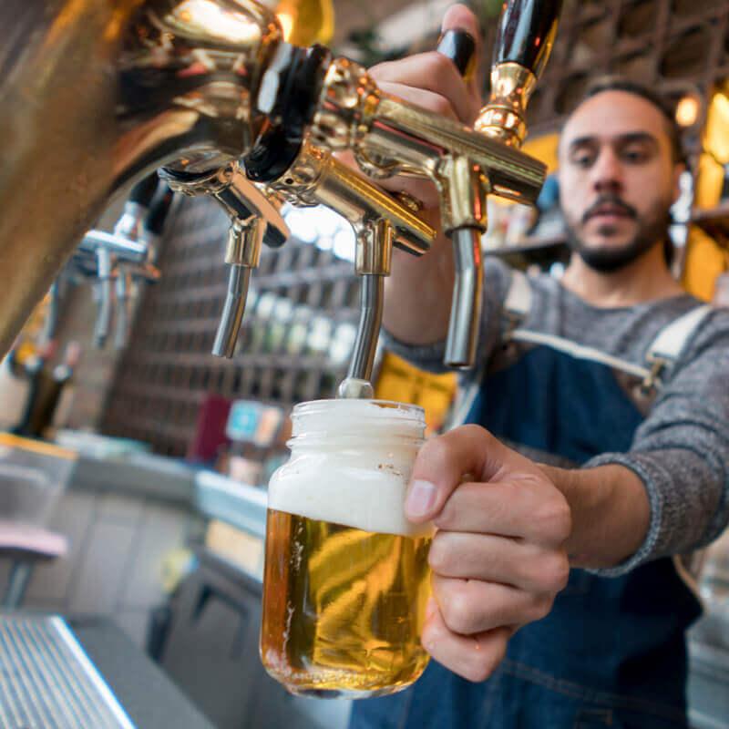 microbrasserie forge du malte serveur biere fut